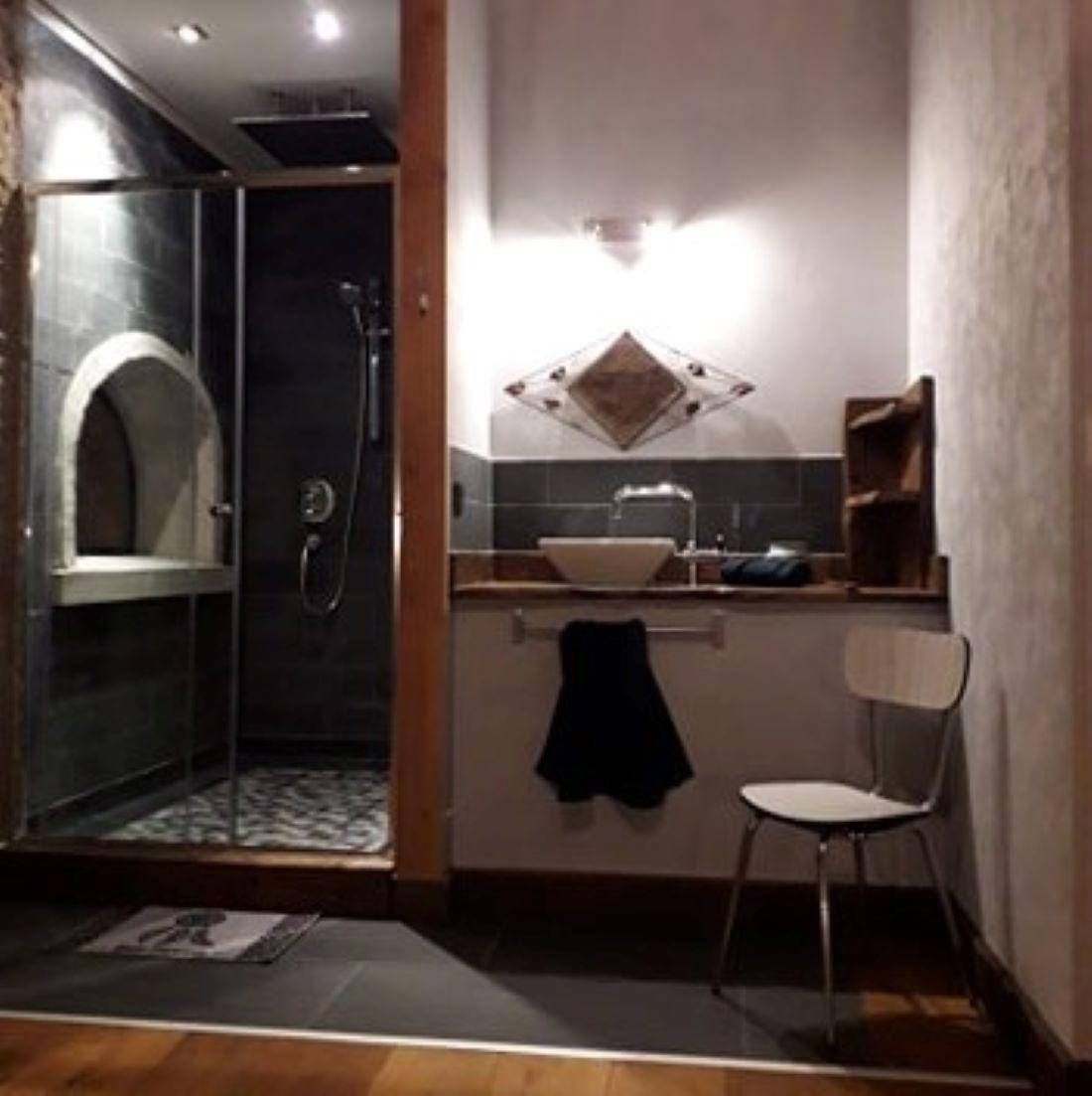 Badkamer met waterval douche